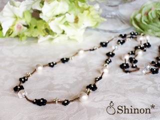 Shinon* プチフラワーロングネックレス(ブラック)